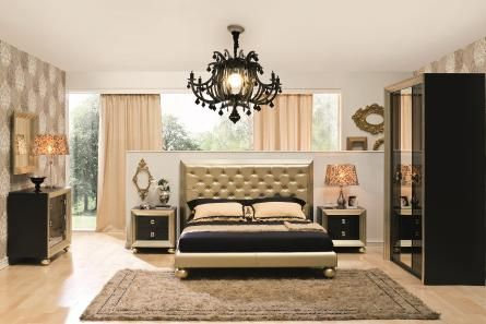 Schlafen wie ein König: Dieses Bett mit goldfarbenem Bezug und gestepptem Kopfteil macht es möglich. Wir wünschen goldene Träume!