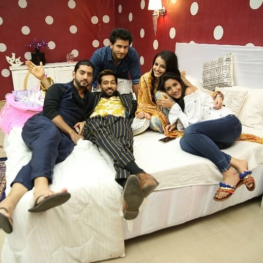 We couldn't ask for a better family photo! Double tap if you're loving their #NayiIshqbaaazi. #Ishqbaaaz