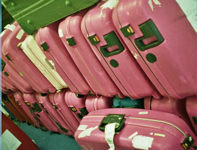 The best quality and most adorable pink luggage for women and children. The coolest models and designs of travel suitcase sets all of which are pink, yeah! Barbie goes travelling, http://airlinepedia.net/pink-luggage.html