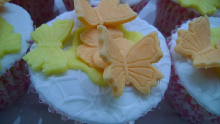 Farfalle, butterfly, fiori, flower, rosa, Pink, bianco, White, fondant, fondent, pasta di zucchero, mini cakes, cakes ,pdz, mmf, pastel colore, colori pastello