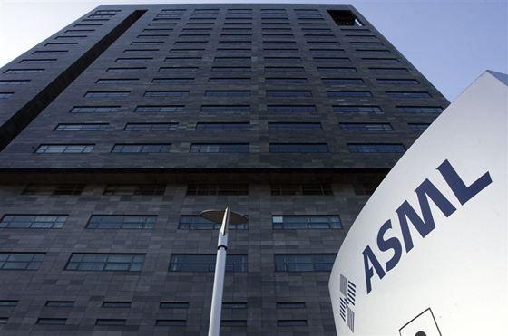 ASML gaat studiebeurzen voor beta-studenten aanbieden