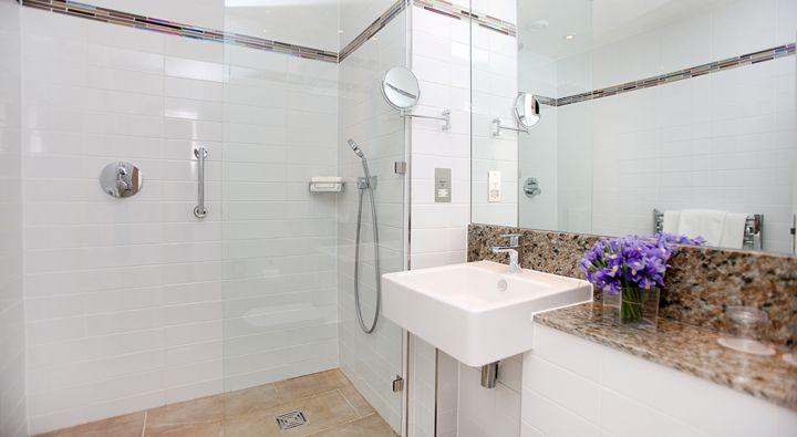 An Executive King Room bathroom at Rydges Kensington London.