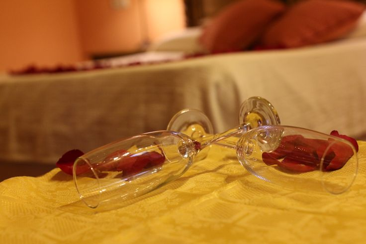 Copas para brindar en la velada romántica...