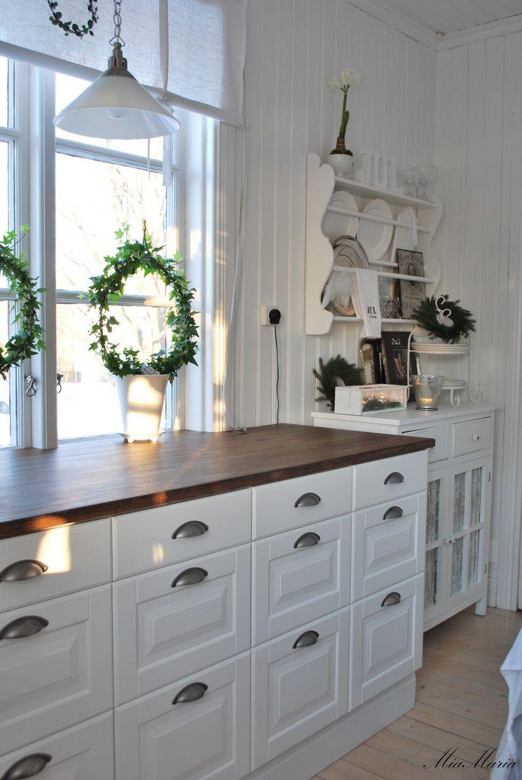 Vitt hus med vita knutar: Litet men naggande gott...