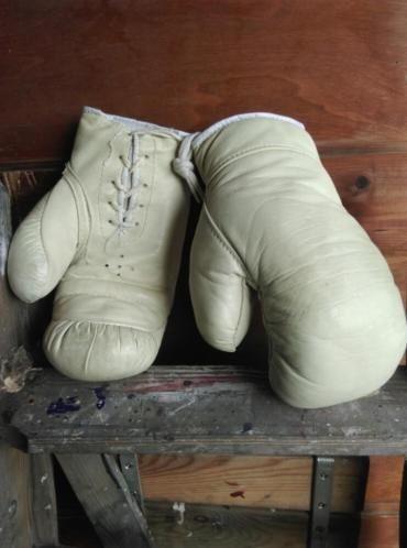 Oude Brocante Vintage Bokshandschoenen Wit