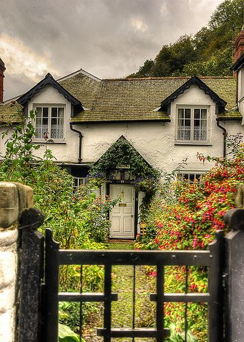 Beautiful Cottage at Clovelly Village, Devon - this is very close to the house that I've described in Queen of the Universe!