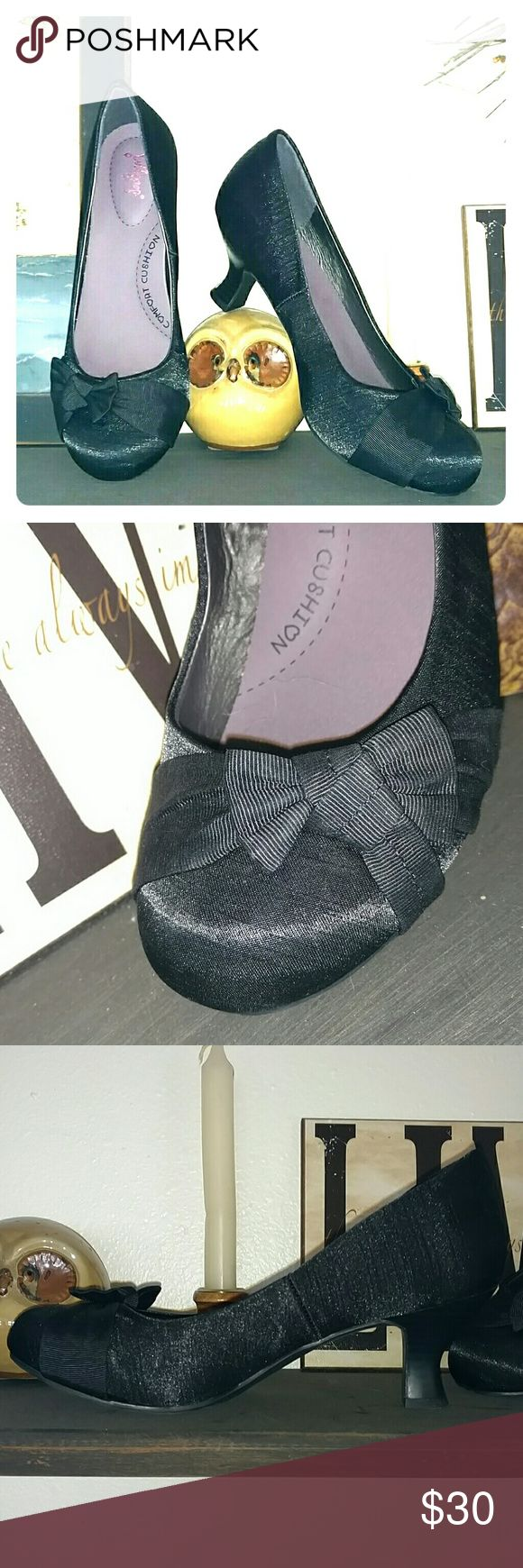JellyPop  Satin  &. Bow Heels These Adorable Shoes feature satin like exterior Cute Bow on Front Square heels approximately 1.5 inches Worn once to an event  Have inside Cushions Excellent Condition  Offers Welcome !! jellypop Shoes Heels