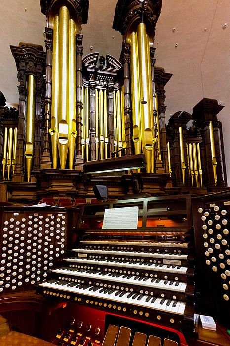 The pipe organ in the Mormon Tabernacle in Salt Lake City, Utah, USA, with its 5 manuals and pedals, is a magnificent example of the King of Instruments. It is played regularly at concerts and is heard world-wide every week accompanying the famous Tabernacle choir.