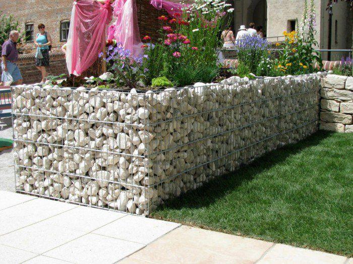 Zusammenfassung der optimalen Alternativen zum perfekten Hochbeet Bausatz, der als eine attraktive Gartengestaltung dient.