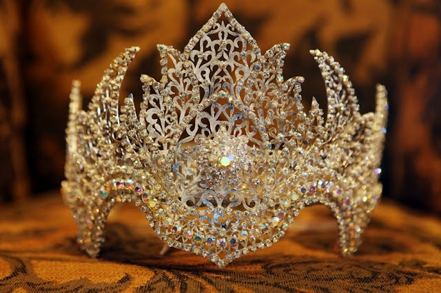 traditional sundanese wedding crown