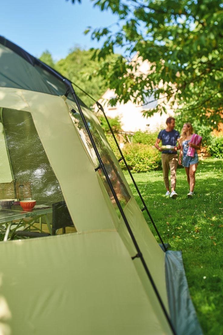 Abri tonnelle par Trigano. Pour manger et jouer au sec et à l'ombre au camping ou dans le jardin.