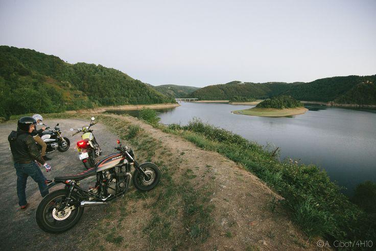 roadtrip-moto-auvergne-saint-flour-cantal-ballade-itineraire-4h10-ninety-scrambler3