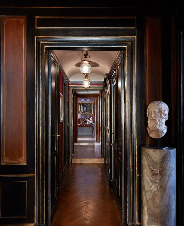 Famous-interior-designers-–Studio Peregalli hallway apartment-11 designed-a-chicest-Milan-apartment.