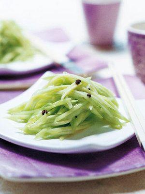 細切りきゅうりは甘酸っぱく、しゃきしゃきの歯応え。香り高い花椒と合わせて|『ELLE a table』はおしゃれで簡単なレシピが満載!
