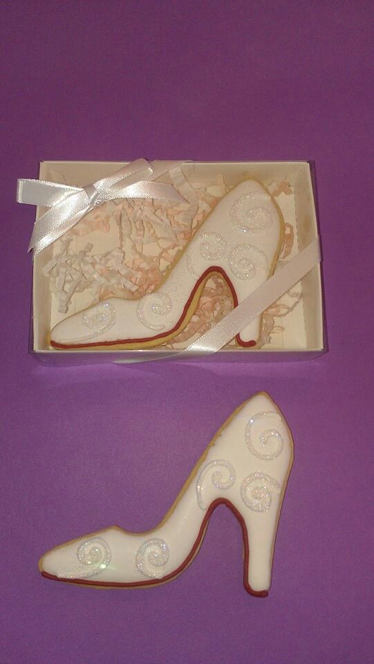 Shoe cookies~            No source, ivory heels, filigree