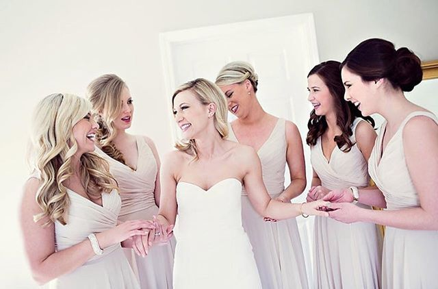 ✨ #SignatureShelleyBride ✨  @laurenklaserner and her GIRLS! 📷 Kristen Taylor & CO . . . #SignatureShelleyBridesmaids #Wedding #Style #Bridal #Blowdry #Waves #Curls #Buns #Braids #TheKnot #BestOfWeddings #BehindTheChair #Brides  #Extension #Specialist #Custom #Extensions #Hairdreams #Quikkies  #Detroit #NewYork #Chicago #Miami #LosAngeles