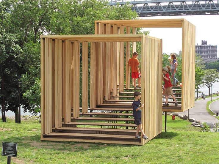 Untitled (Two Viewing Rooms, Offset) by Michael Clyde Johnson is a sculpture, a viewing platform and nearly a play area located in Randall's Island Park in New York City (USA).