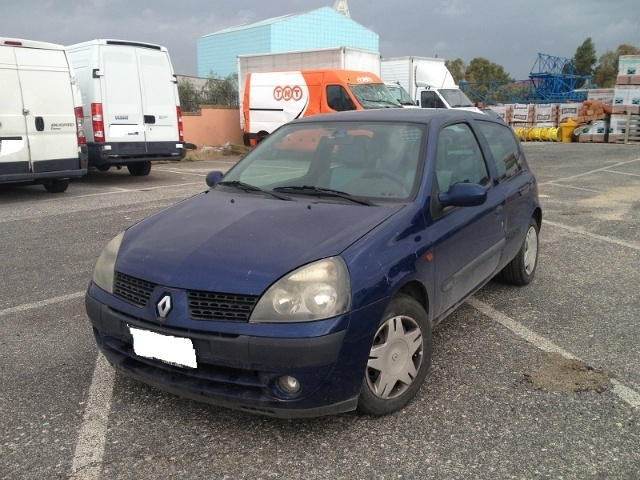 Renault Clio 1.5 dCi 82CV cat 3 porte a 1.500 Euro | City car | 240.000 km | Diesel | 60 Kw (82 Cv) | 06/2002