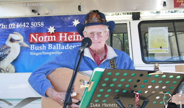 Entertainer Norm Heinz at the Iluka Markets, 1st Sunday of the month