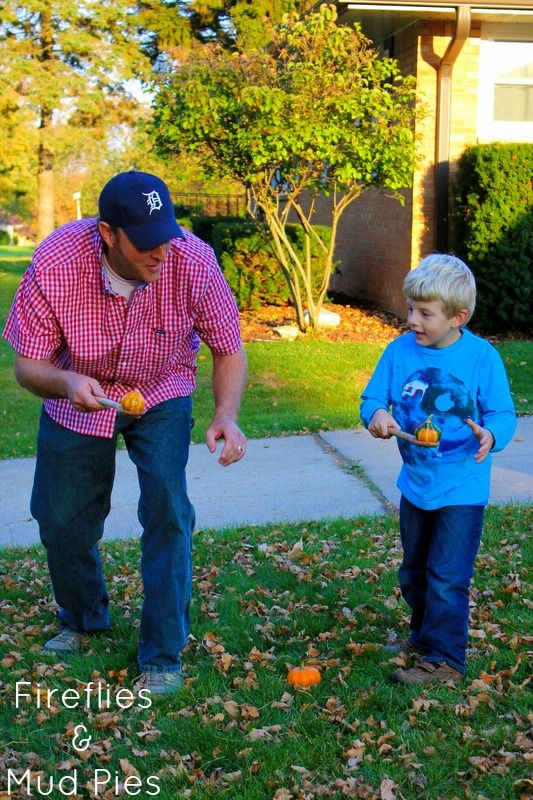 5 Family Halloween Games, like the Gourd and Spoon race pictured! #halloween