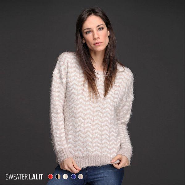 Enamorate del Sweater Lalit. Realizado en pelo de mono bitono con diseño en zig-zag, esta prenda te asegura abrigo y estilo. ¡5 combinaciones diferentes!