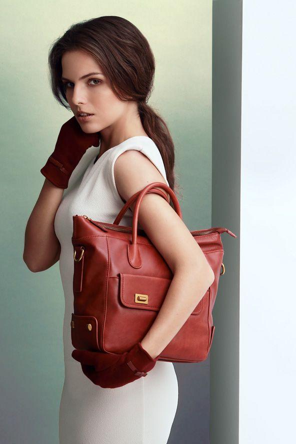 Giorgio Agnelli Women's Bag - Sfera D1360304 Canyon Coral Classy elegant hand bag design  100% Full Grain cow leather material #bag #leather #womenbag