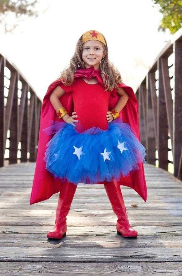 Disfraz de super heroina, muy fácil de hacer. Genial para halloween.