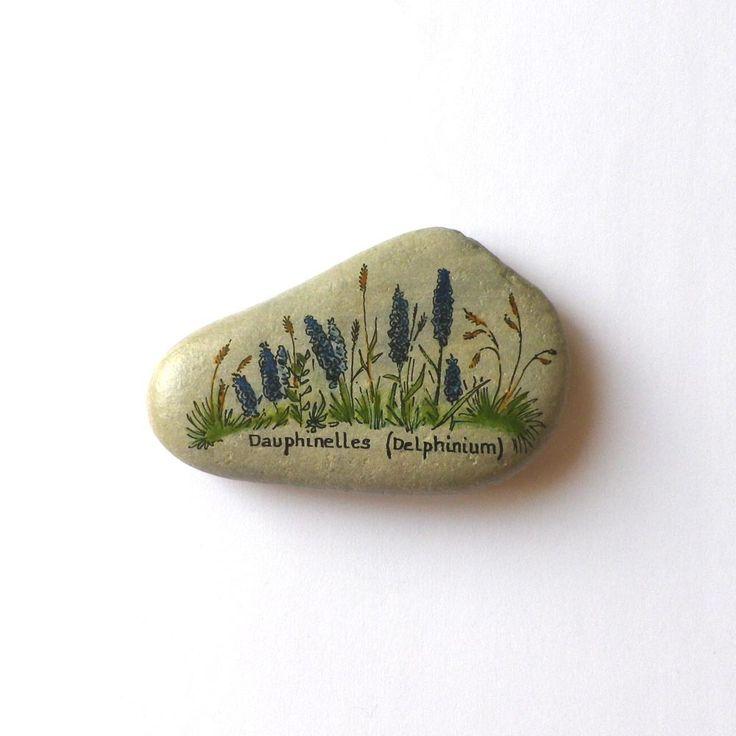 """Peinture sur galet, fleurs de montagne """"Dauphinelles"""""""