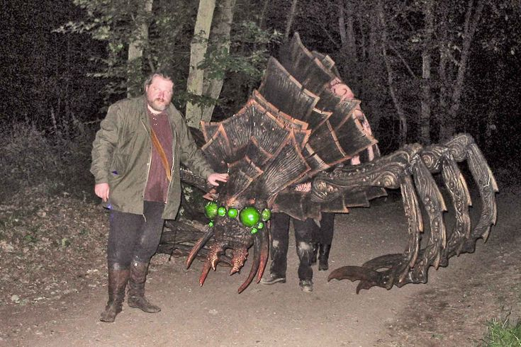 Giant epic creatures for LARP! COOOL! the spider's legs are made the same way as larp weaponry, so they're legal weapons.