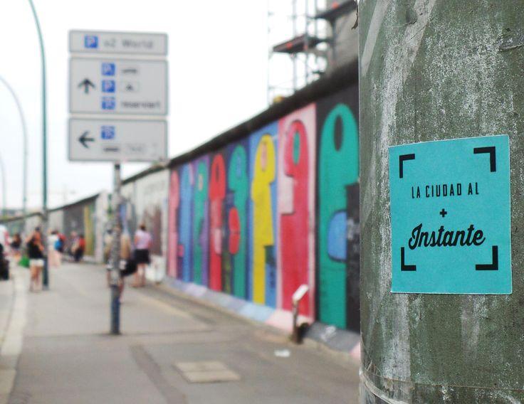 Street photography Berlin wall, shoot by @laciudadalinsta © | Facebook