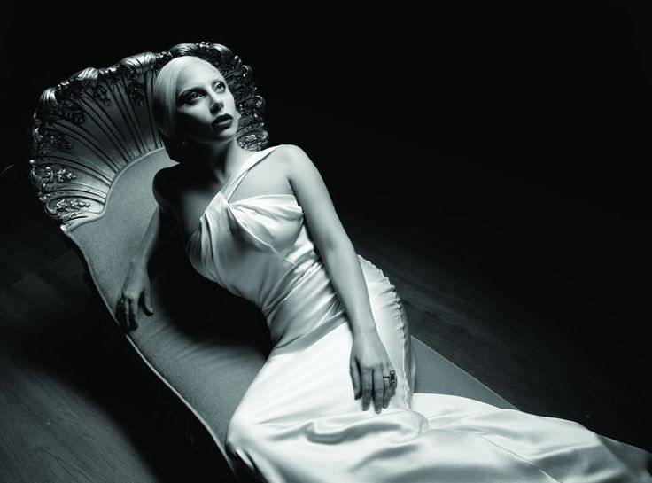 Lady Gaga va intona imnul Statelor Unite cu ocazia celei de-a 50-a editii a Super Bowl-ului, marea finala a Ligii profesioniste de fotbal american (NFL), dintre echipele Denver Broncos si Carolina...