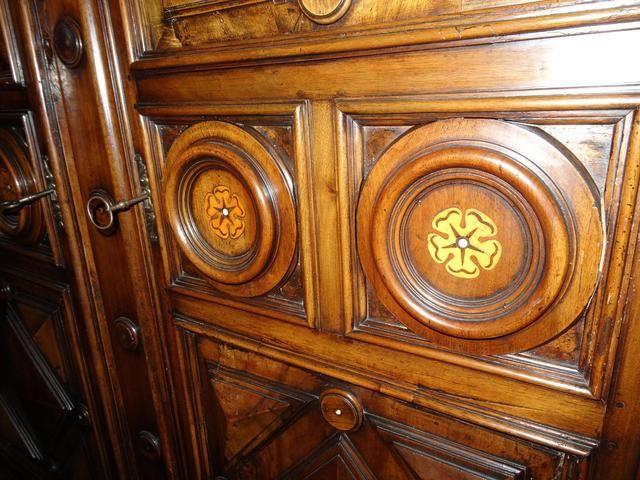 1000 id es sur le th me armoires en noyer sur pinterest - Armoire quatre portes ...