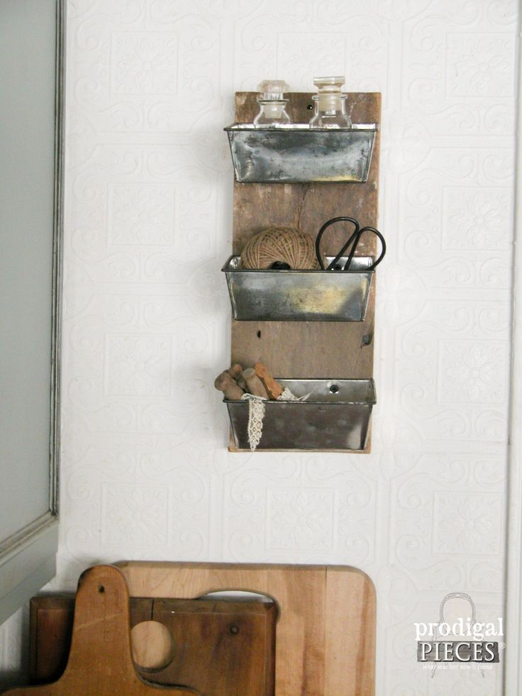 Repurposed Barn Wood Kitchen Decor by Prodigal Pieces | www.prodigalpieces.com
