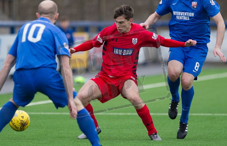 Queen's Park's Gavin Mitchell on the ball during the SPFL League Two game between Montrose and Queen's Park.