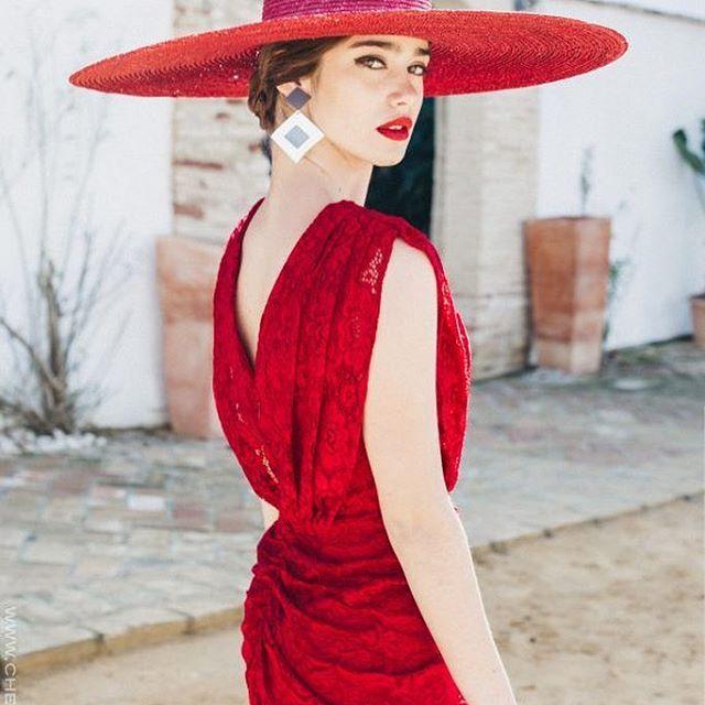 Nerviooooss porqué @cherubinaofficial ya tiene su colección nueva! Yo ya tengo mi favorito, a ver si adivináis de cuál se trata!! (Y no es el de la foto). . . #invitada #invitadas #invitadaboda #invitadaperfecta #invitadaconestilo #boda #bodas #wedding #tocado #tocados #pamela #pamelas #style #fashion #moda