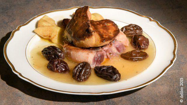 """- Plat / Viande - Christelle de Glanges vous propose sa recette de """"Foie gras poêlé sur un tournedos de canard accompagné d'une sauce aux pruneaux""""."""