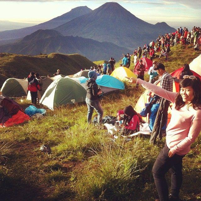Kalian semua dapet salam dr gunung2 yg depan akuh iniii… by @mellamoonz - Square Pics