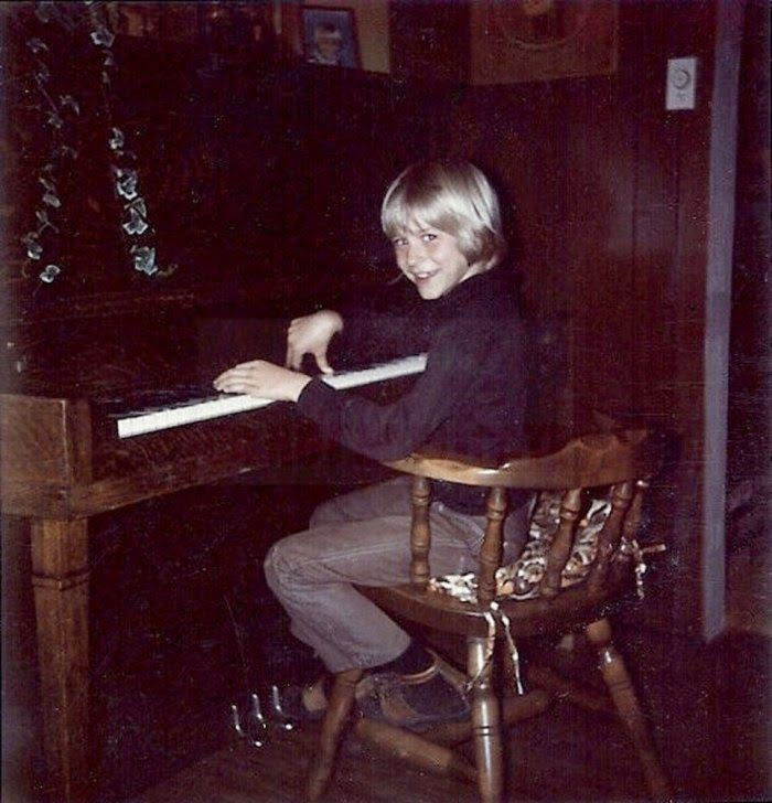 Rare Pictures of Kurt Cobain's Family and His Childhood from the late 1960s and 1970s