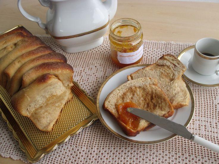 """Oggi nuova ricetta per le nostre colazioni! Ho voluto riprodurre il pane sfogliato americano, in cassetta (possiamo anche definirlo """"pane a fisarmonica"""")."""