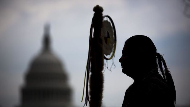 Obama estudia un cambio de trazado en el oleoducto de Dakota por la protesta indígena