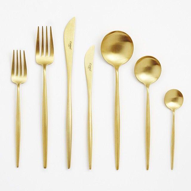 Den kommende weekend står på bryllup • 120 personer skal spise af dette smukke guld bestik  #udlejning #serviceudlejning #bryllup #brud #borddækning #fest #guldbestik #interiørdesign #event