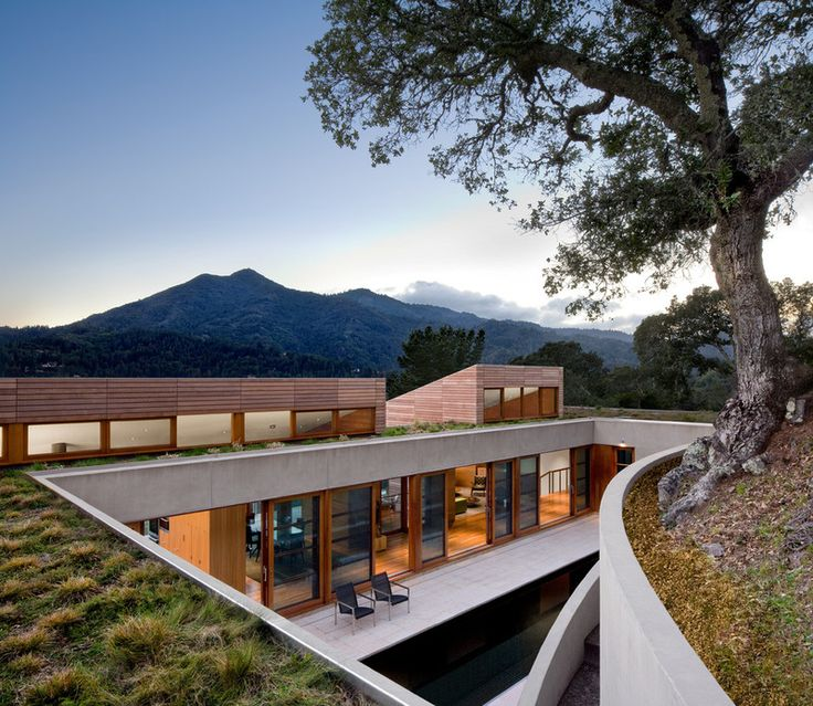 beautiful green roof, incorporated into hill (Turnbull Griffin Haesloop Architects)