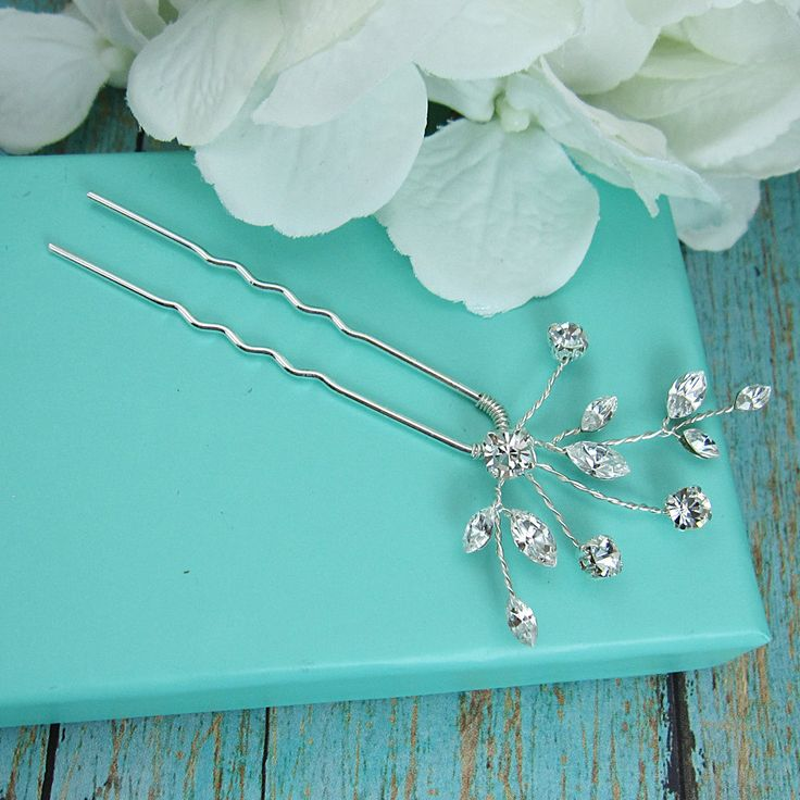 Swarovski kristallen bruiloft haar pin, bruids haaraccessoires, rhinestone haarspeld, crystal bruids haar parel, Bruidssuite haarspelden, 210569606 door AllureWeddingJewelry op Etsy https://www.etsy.com/nl/listing/210569606/swarovski-kristallen-bruiloft-haar-pin