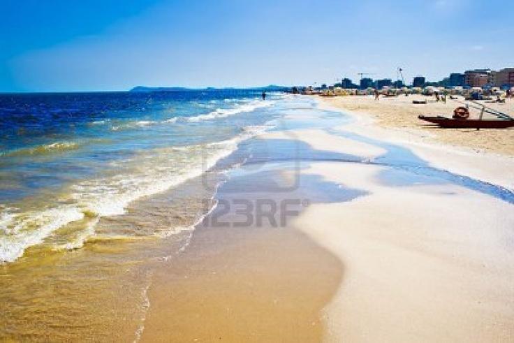 Google Image Result for http://us.123rf.com/400wm/400/400/sailorr/sailorr0904/sailorr090400246/4691839-a-beach-in-adriatic-sea-rimini-italy.jpg