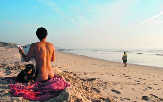 Al natural en Portugal: Playas nudistas en Portugal - via El Viajero, El País 01.08.2016 | Diez espectaculares playas nudistas de la costa lusitana al sur de Lisboa Foto: Playa de Malhao, Portugal