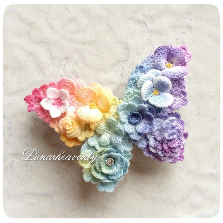 鮮やかな虹色の蝶々、オーダーいただいた作品です♡ バレッタ兼ネックレスでお作りしました。 #レース編み #crochet