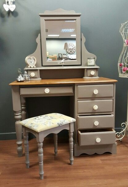 Farmhouse/Country style dressing table. Annie Sloan French Linen Chalk Paint.