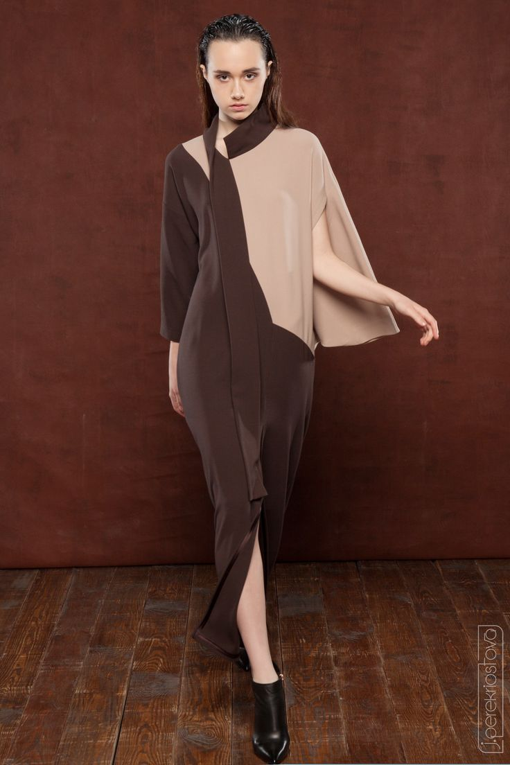 двухцветное платье с асимметричными рукавами - J.Perekriostova