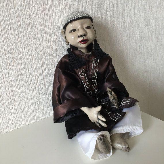 Antieke Aziatische pop jongen, glazen ogen