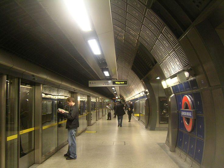 "* Londres * Capital da Inglaterra. ""London Bridge Jubilee Platforms""."
